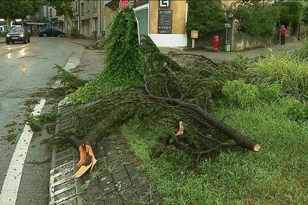 Après le passage de l'orage à Cléon d'Andran