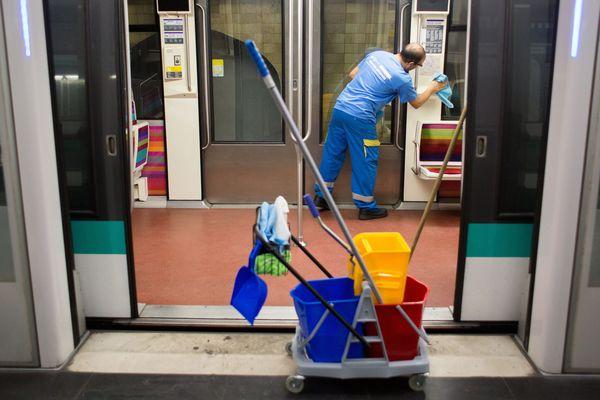 Le nettoyage du métro parisien.
