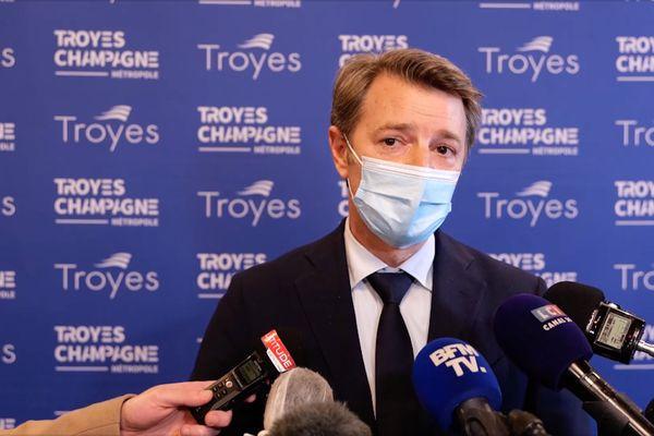 """Le maire de Troyes (LR) François Baroin a fait part de son inquiétude sur la situation des écoles face au Covid 19, """"leur fermetures ne doit pas être tabou""""."""