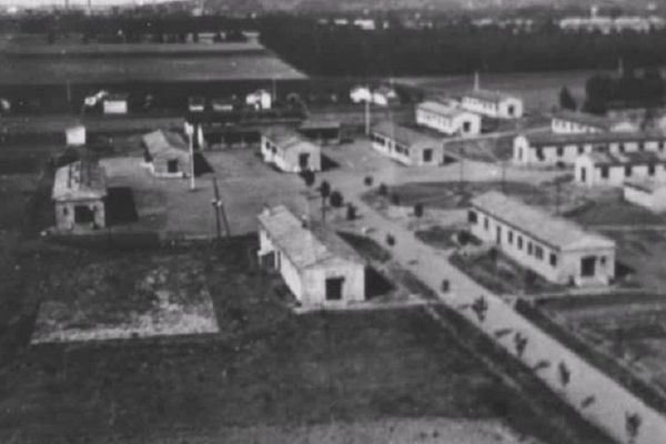 87 bâtiments ont été construits en 1939 : il n'en reste plus qu'un désormais, qui abrite un musée de la mémoire.