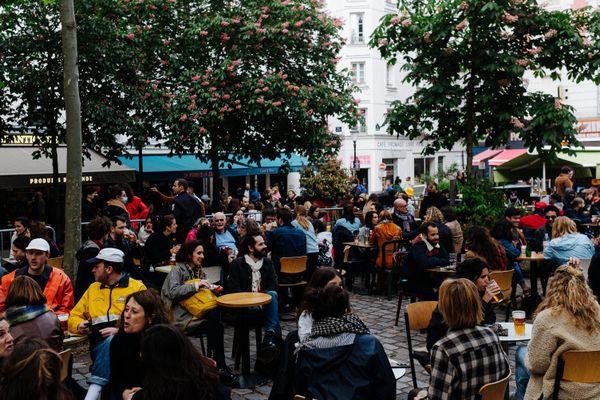 Certaines terrasses étaient bondées malgré les jauges, comme ici à Paris. Photo d'illustration