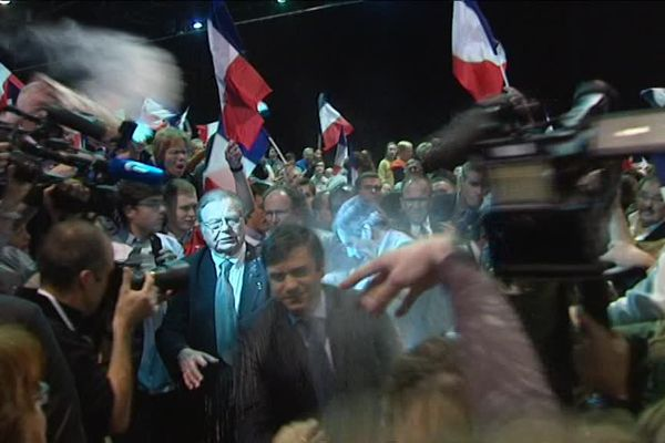 François Fillon couvert de farine à son entrée au Rhénus de Strasbourg