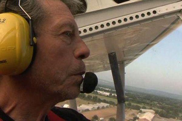 Georges Truchet, fondateur du clud d'ULM Nostradamus aux commandes de son Sky Ranger.