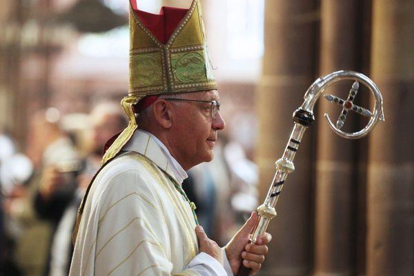 Monseigneur Luc Ravel pendant une cérémonie à la cathédrale de Strasbourg