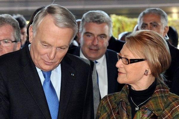 Le premier ministre Jean-Marc Ayrault accueilli par Hélène Mandroux, à son arrivée à  Montpellier, le 3 décembre 2013, pour participer aux assises de l'économie maritime et du littoral.
