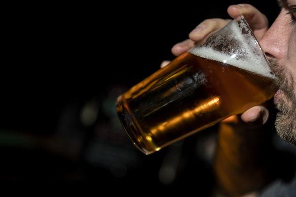La vente d'alcool à emporter va être interdite à Annecy les soirs de matchs de l'équipe de France pendant l'Euro 2020. (Illustration)