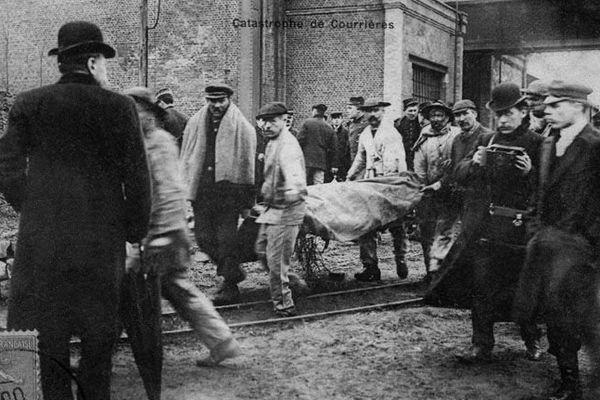 Les victimes de la catastrophe de Courrières remontées à la surface.