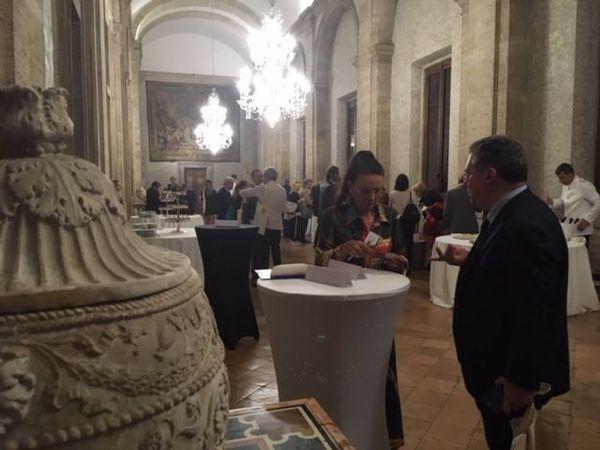 Les directeurs de châteaux rencontrent la presse italienne à l'ambassade de France à Rome.