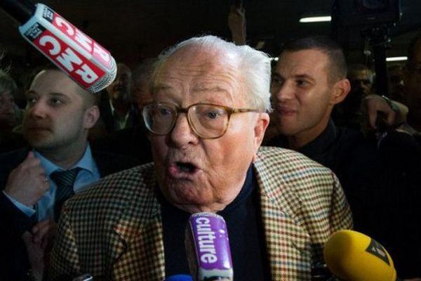 Jean-Marie Le Pen sera-t-il tête de liste du FN aux régionales en Paca?