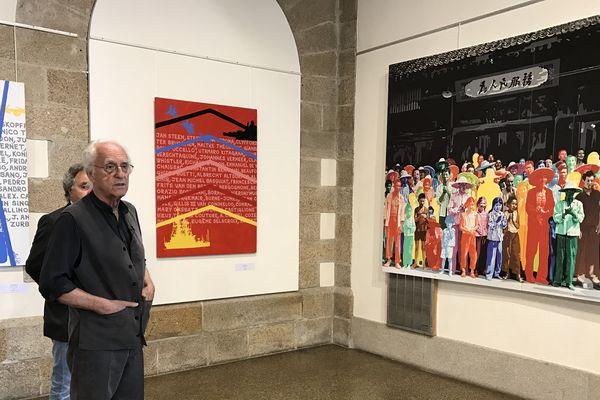 """Gérard Fromanger face à son oeuvre de la série """"Le désir est partout"""" intitulée en Chine à Hu-Xian"""