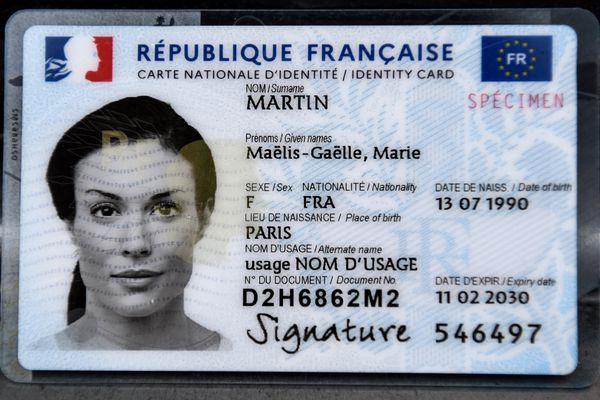 Le spécimen de la nouvelle carte d'identité