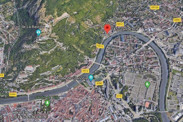 Un bureau de tabac a fait l'objet d'un casse à la voiture bélier à La Troche, près de Grenoble.