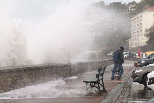L'Océan était menaçant ce 28/12/20 à Biarritz, au Pays basque.