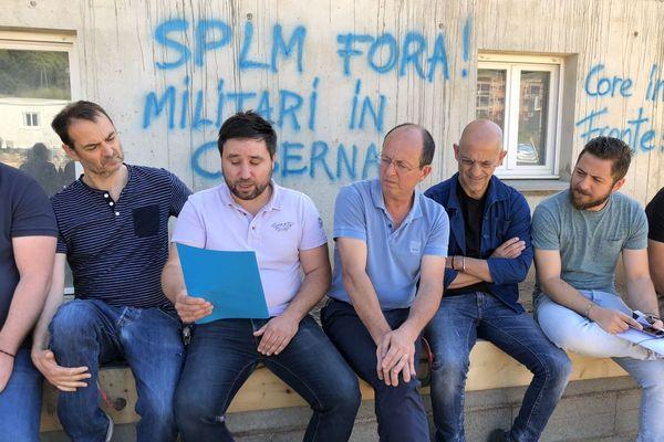 Le mouvement indépendantiste Core in Fronte a manifesté à Lucciana pour dénoncer l'achat de 48 logements destinés à héberger des gendarmes et leurs familles.