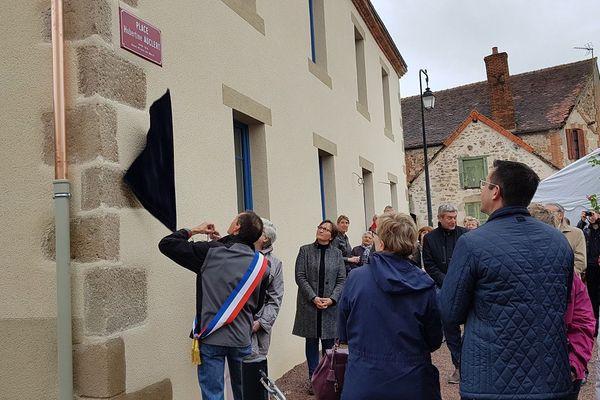 Le nom de la militante féministe Hubertine Auclert est aujourd'hui gravé dans son village natal de Saint-Priest-en-Murat, dans l'Allier.