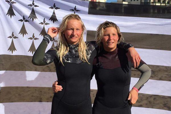 Illona Goasguen (à gauche) a remporté le titre de championne de France de surf (cadette) à Hossegor (40). Maelys Jouault (à droite) sacrée vice championne de France.