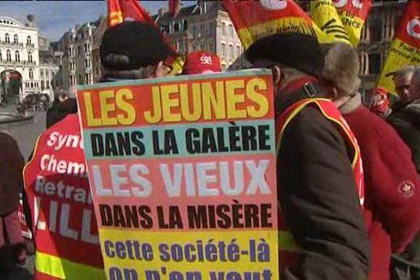 Les retraités en colère rassemblés sur la Grand'Place de Lille.