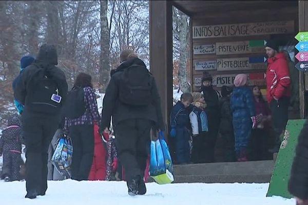 La station de ski du fer à cheval de Nasbinals, en Lozère, ouvre un mois et demi par an. Elle est surtout utilisée par les écoles des environs.