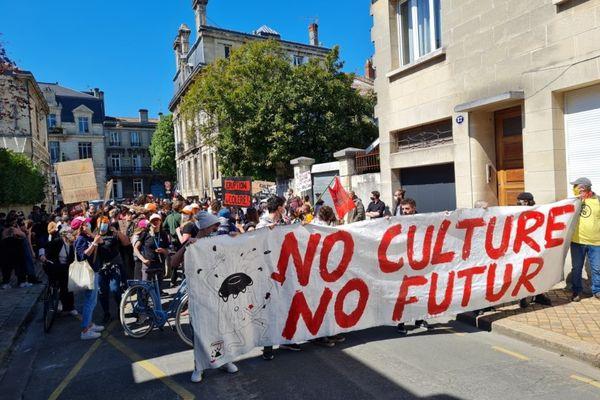"""Près de 200 personnes ont manifesté, ce 15 avril, en soutien au site de coworking culturel """"Le Volcan""""."""