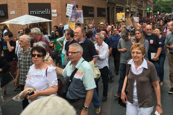 Près de 600 personnes ont manifesté dans les rues de Toulouse contre la loi travail.