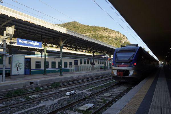 L'Italie va imposer une quarantaine aux voyageurs venant de l'UE. Ici, un train en gare de Vintimille (Italie).