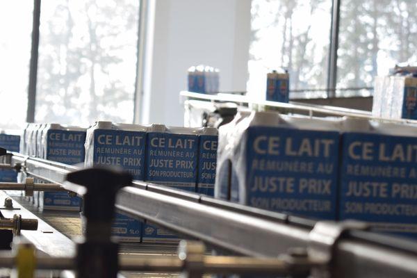 La laiterie de Varennes-sur-Fouzon produit jusqu'à 315 millions de litres par an, toutes marques confondues.