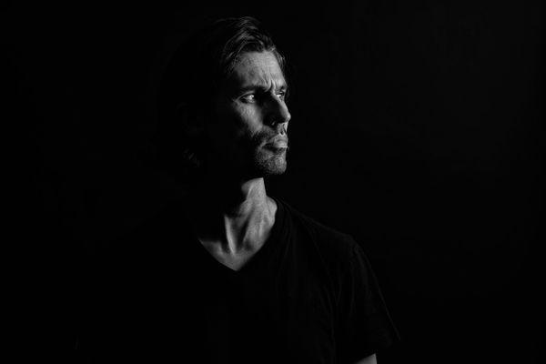 """Bertrand Béchard est photographe à Nantes. Aujourd'hui il se lance dans une """"série noire"""", des portraits de Nantes de tous âges."""