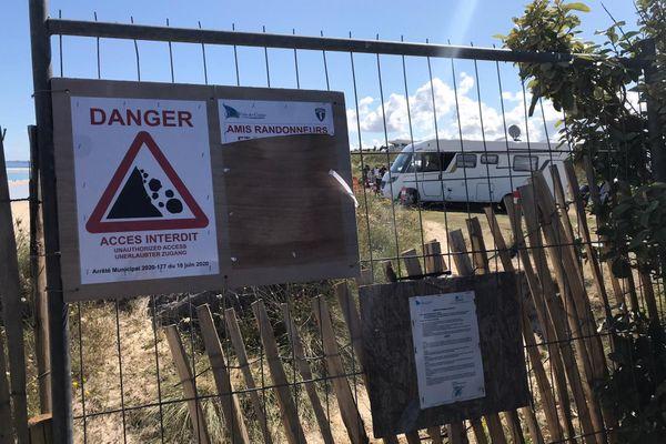 Actuellement, les randonneurs doivent contourner le camping et ne peuvent plus passer sur le front de mer.