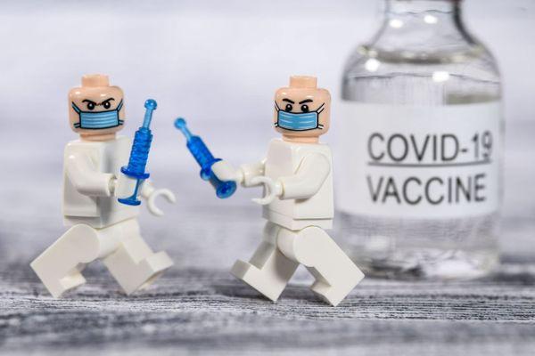 En Provence-Alpes-Côte-d'Azur, 2.110.987 personnes ont reçu au minimum leur première dose de vaccin au 7 juin 2021.