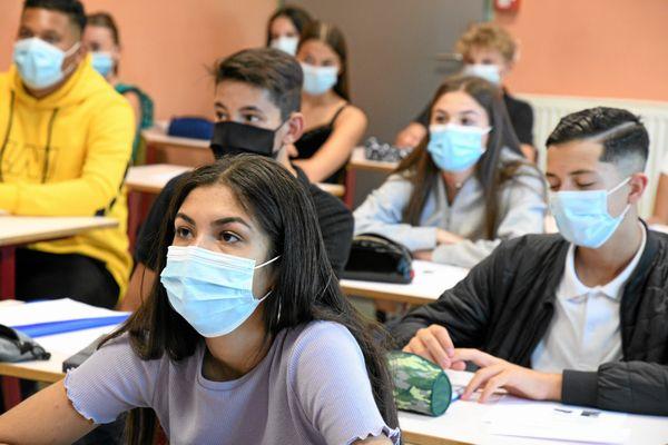 Illustration/ Lycéens masqués durant les cours
