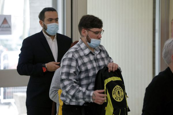 Samuel Dufour (à droite) and Esteban Morillo (à gauche), à leur arrivée à la cour d'assises de l'Essonne à Evry ce jeudi 3 juin 2021