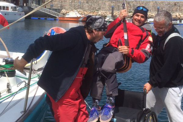 """Xavier, paralysé des deux jambes et équipier à bord de """"Rhum Solidaire"""""""