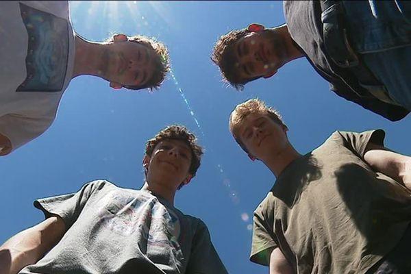 Martin, Hugo, Lény et Cyprien, les quatre jeunes du groupe tRuckks