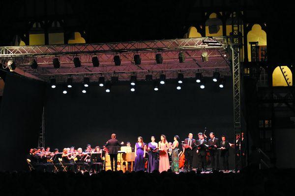 Concert au festival international d'Opéra Baroque et Romantique 2016 à Beaune devant la Basilique Notre-Dame. Source: Production et communication du festival.