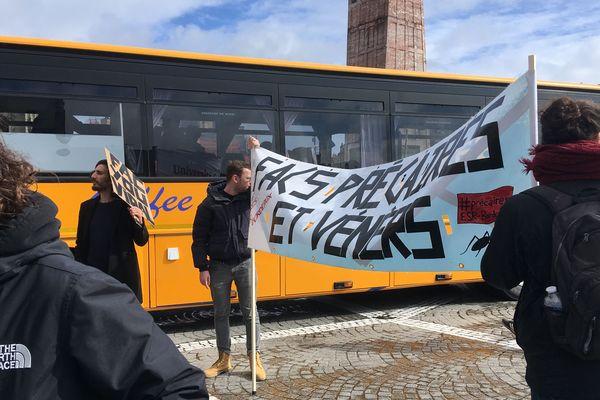 250 manifestants place de la Victoire