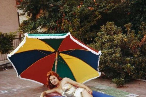 Salon du camping, Porte de Vincennes, 1960. (25 x 25cm)