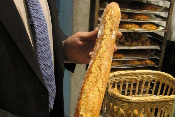 Une baguette de pain.