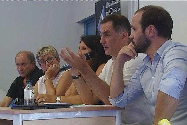 24/07/16 - Le mouvement nationaliste Inseme a réuni à Corte (Haute-Corse) ses délégués de territoire. A la tribune, Gilles Simeoni, président du Conseil exécutif de Corse