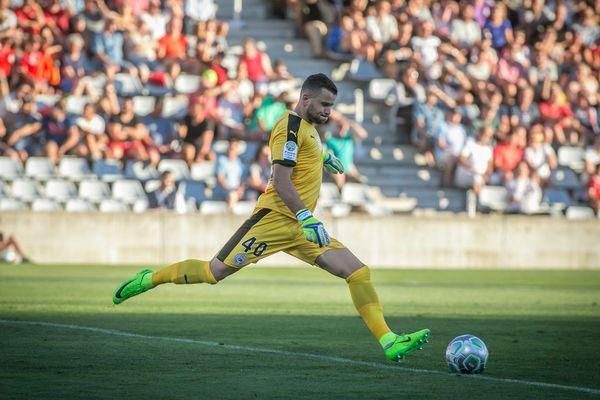 Le gardien Yan Marillat, qui a résilié son contrat avec Nîmes, actuel 5e de Ligue 1, a rejoint Béziers en signant un contrat d'un an, a annoncé mardi le club promu en L2.