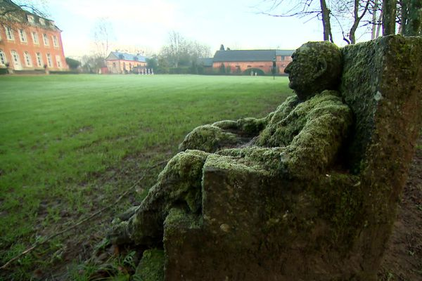 Une des œuvres de Jean-Marc de Pas dans le parc du château de Bois-Guilbert à l'Est de Rouen.