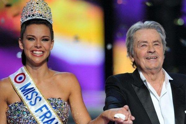 Alain Delon au Zénith de Limoges, aux côtés de Miss Bourgogne élue Miss France le 9 décembre 2012