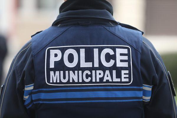 Après leur affrontement, les deux individus ont prévenu la police.