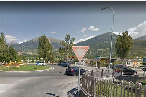 Le rond point du Souvenir Français à Embrun où a eu lieu l'accident.