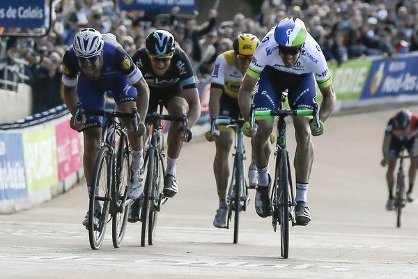 Hayman l'a emporté au sprint devant Boonen, dans le vélodrome de Roubaix.