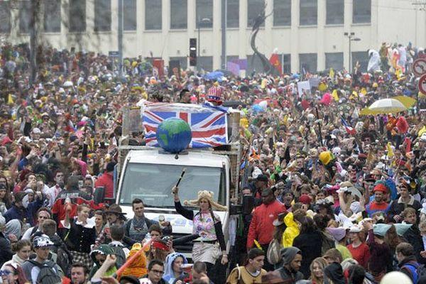 Le départ du défilé du carnaval étudiant de Caen devant l'université en 2015. Une image qu'on risque de ne pas voir cette année