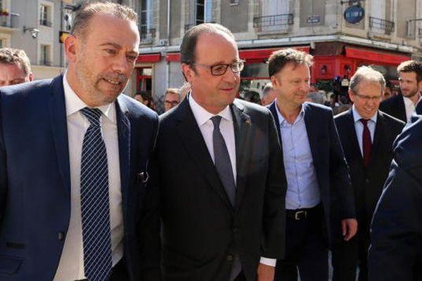 François Hollande chez les militants PS de Blois en compagnie de Marc Gricourt, maire de la ville
