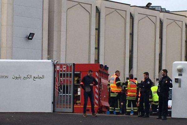 Les secours sont actuellement en intervention à la grande mosquée de Lyon