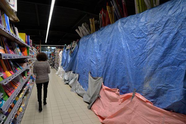 """A partir du 03 novembre la grande distribution devra retirer de la vente les produits jugés """"non-essentiels"""" pendant le confinement."""