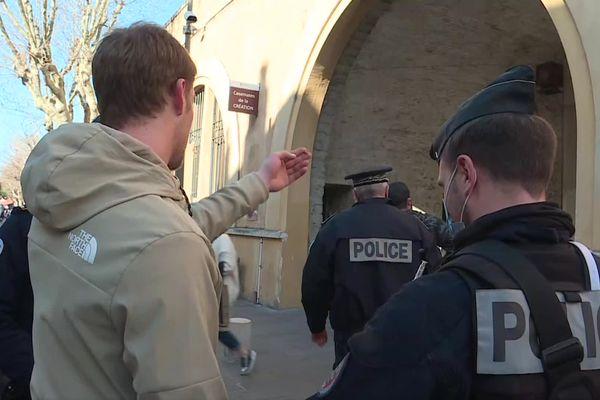 Un passant verbalisé pour non-port du masque, dans les rues d'Antibes : les contrôles se durcissent dans les Alpes-Maritimes.