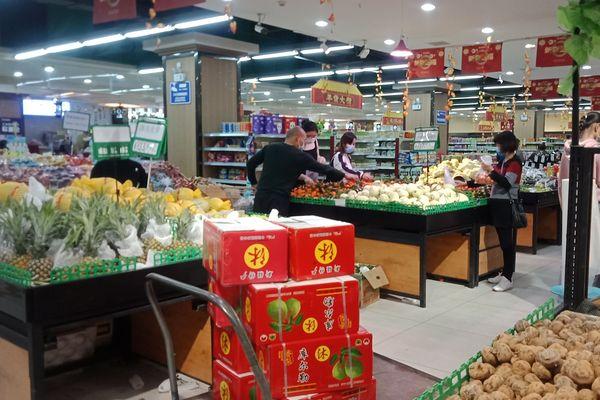 En Chine, au supermarché comme ailleurs, tout le monde porte un masque